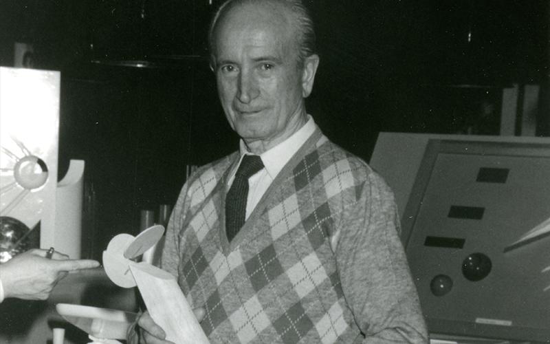 Giovanni Sacchi nel suo ufficio